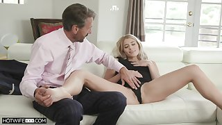 Hot vixen Nikki Peach throat fucked during excellent place