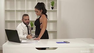Chunky Raquel Adan gives up all pleasure holes during a sexy interlude
