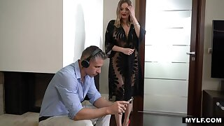 Only one hour to enjoy hot Russian stepmom with full natural boobs Bon-bons Alexa
