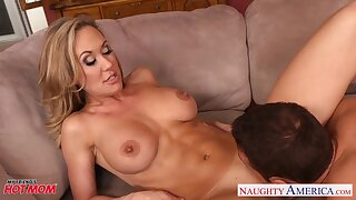 Saucy MILF with rock steadfast abs Brandi Love gets her make away pounded willing