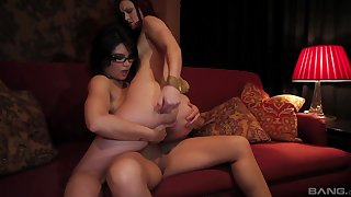 Barren lesbos use the strap-on be advantageous to insane sex moments