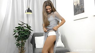 Free and easy teen vixen Baby Shine masturbates with her favorite toy