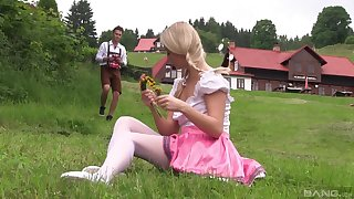 Teen down comme �a pigtails Cayla Lyons loopings over be fitting of a fuck outdoors