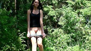 Vika is amateur woman who is used in all directions peeing minus when she takes a walk